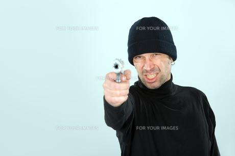 man with gunの写真素材 [FYI00869040]