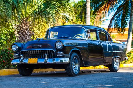 american classic cars in cubaの写真素材 [FYI00869050]
