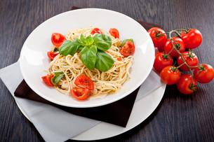 vegetarian spaghetti with tomato sauceの写真素材 [FYI00869647]