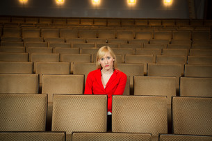 lonely woman in a theaterの写真素材 [FYI00869678]
