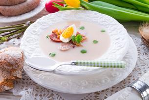 polish easter soup with egg and sausageの写真素材 [FYI00870112]