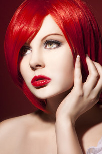beautiful young woman with shiny,red hair and perfect makeupの写真素材 [FYI00870218]