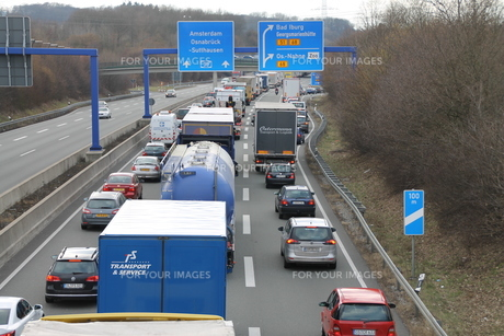 traffic jam on the a30の写真素材 [FYI00870514]