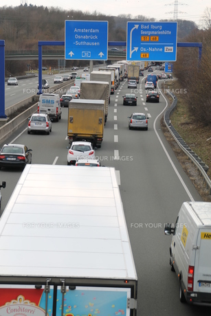 a traffic jam on the a30の写真素材 [FYI00870551]