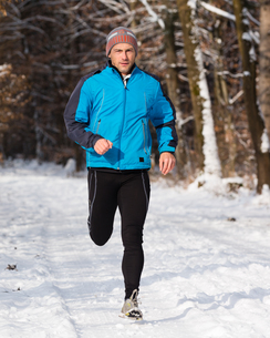 jogger in winterの写真素材 [FYI00870858]