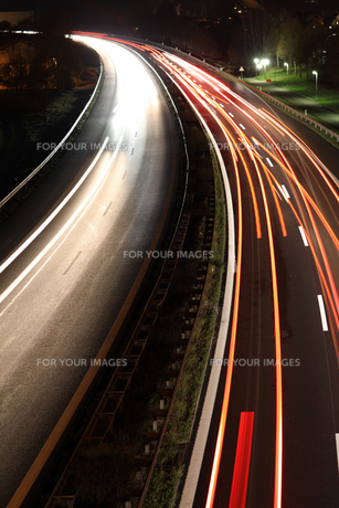 highway night sceneの写真素材 [FYI00871366]