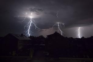 lightning in the nightの写真素材 [FYI00871777]