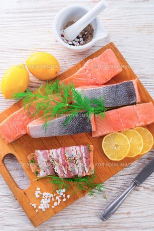 salmon rawの写真素材 [FYI00871812]