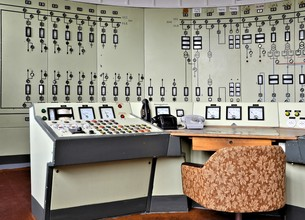 control center in a disused factoryの写真素材 [FYI00872719]