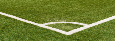 corner marking on soccer fieldの写真素材 [FYI00872862]