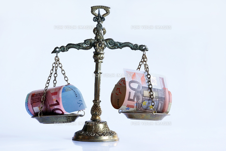 has the euro nor the right balance?の写真素材 [FYI00873308]