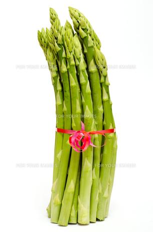 bund raw green asparagusの写真素材 [FYI00873640]