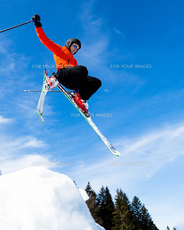 skier in jumpの素材 [FYI00873869]