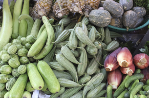 asian vegetables in laos at a marketの写真素材 [FYI00875151]