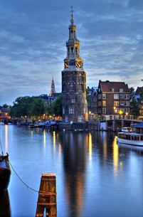 amsterdam,montelbaanstoren by nightの素材 [FYI00875506]