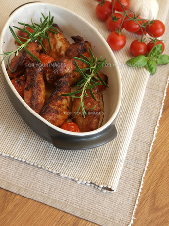chicken wings with herbsの写真素材 [FYI00875999]