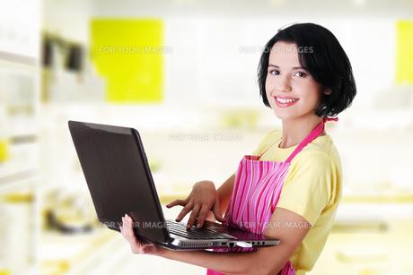 modern housewife or female workerの写真素材 [FYI00876696]