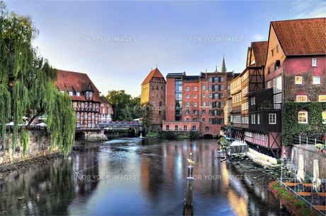 hanseatic town of l?neburg,old port in the morning with millの写真素材 [FYI00877137]