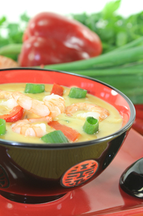 curry soup with prawns and chilliの写真素材 [FYI00877812]