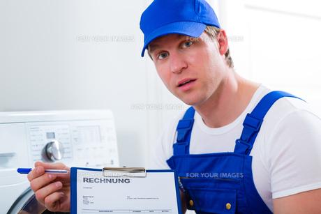 person providing a serviceの写真素材 [FYI00878533]
