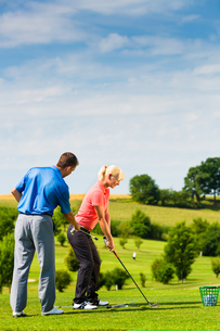 young golfer on the golf courseの写真素材 [FYI00878546]
