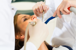 patient at the dentist - treatment with drillingの写真素材 [FYI00878567]