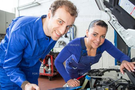 automotive mechatronics repair a carの写真素材 [FYI00879432]