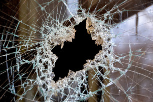 a hole in a windowpaneの写真素材 [FYI00879545]