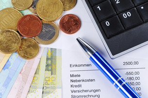 euro notes and coins with pen,table and calculatorの写真素材 [FYI00879643]