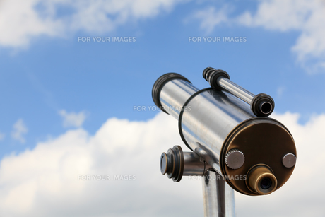 look into the sky with a telescopeの素材 [FYI00880706]