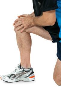 adult athletic man with knee problems sport accidentの写真素材 [FYI00881353]