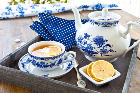 tea in cup with lemonの写真素材 [FYI00881855]