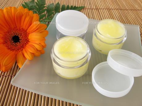 lip balm with honeyの写真素材 [FYI00882229]
