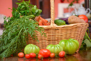 vegetable basketの写真素材 [FYI00882622]