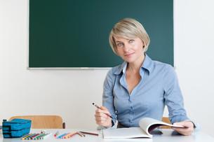the teacher checked test itemsの素材 [FYI00882748]
