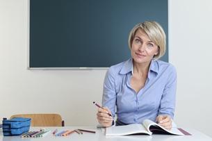 teacher in classroomの写真素材 [FYI00883264]
