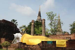 タイ・アユタヤ ワットヤイチャイモンコン 涅槃像の写真素材 [FYI00883623]