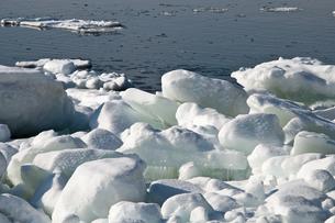 流氷が浮かぶ海の写真素材 [FYI00884078]