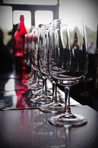 テイスティング前のワイングラスの写真素材 [FYI00884362]