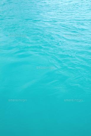エメラルド色の海の写真素材 [FYI00884363]