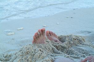夕暮れ時のビーチの写真素材 [FYI00884379]