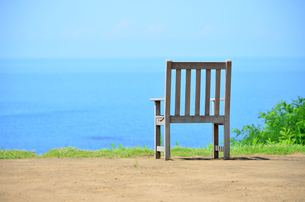 海辺の椅子2の写真素材 [FYI00884390]