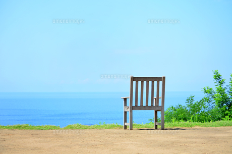 海辺の椅子の写真素材 [FYI00884398]