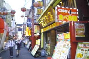 横浜中華街(ボケ素材)の写真素材 [FYI00884730]