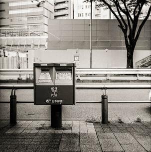 街中 ポストの写真素材 [FYI00884996]