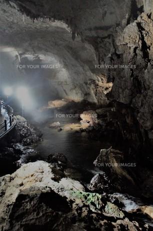 秋芳洞の風景の写真素材 [FYI00885180]