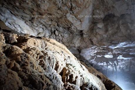 秋芳洞の風景の写真素材 [FYI00885181]