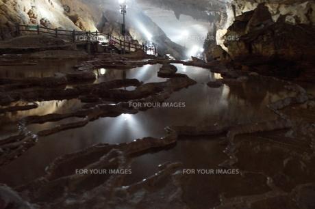 秋芳洞の風景の写真素材 [FYI00885184]