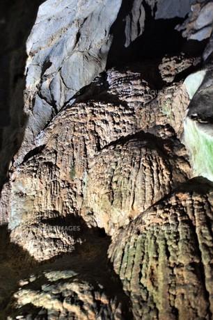 秋芳洞の風景の写真素材 [FYI00885190]