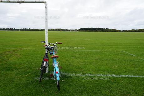 公園と自転車の写真素材 [FYI00885295]
